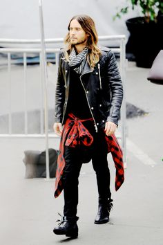 Whether you are the man who regularly keeps up to date with the latest fashion trends or you are the … Rocker Style Men, Rocker Look, Fashion Mode, Punk Fashion, Star Fashion, Boy Fashion, Punk Outfits, Casual Outfits, Fashion Outfits