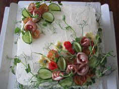 Kakkupaperi: Perinteinen kinkkuvoileipäkakku
