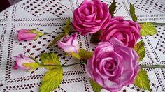 22-  Rosa aramada, com frisador  médio da  pétala  única