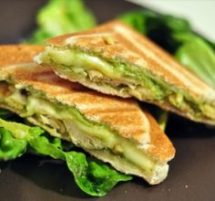 Croque-monsieurs with chicken / curry and guacamole – Cut and cooked Croque-monsieur poulet/curry et guacamole – Station De Recettes Tasty Vegetarian Recipes, Good Healthy Recipes, Clean Eating Recipes, Cooking Recipes, Organic Recipes, Sandwiches, Chicken Recipes, Easy Meals, Chapati