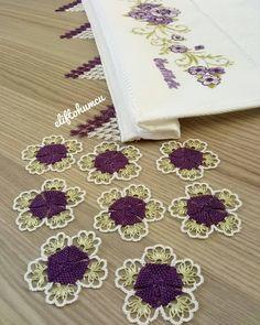 No photo description available. Mobiles, Crochet Necklace, Crocheting, Blouses, Herbs, Punto De Cruz, Dots, Pattern, Crochet