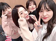 두시탈출컬투쇼(@ cultwoshow) Instagram https://www.instagram.com/p/BP_-ZMpB7NU/ // Red Velvet 레드벨벳_Rookie_Music Video https://www.youtube.com/watch?v=J0h8-OTC38I / Red Velvet Official (@ redvelvet.smtown) Instagram https://www.instagram.com/redvelvet.smtown/ / Red Velvet 'ROOKIE' 2017.02.01 http://redvelvet.smtown.com/