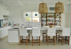 Una cocina moderna y funcional / DOS CASAS