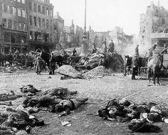 De 1936 a 1939, la Guerra Civil española fue luchada entre republicanos que eran leales al rey y nacionalistas que querían rebelarse. La guerra cobró 500.000 vidas y llevar a la brutal dictadura de Francisco Franco.