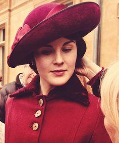 #DowntonAbbey Lady Mary (Michelle Dockery) behind the scenes
