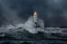 Amore è un faro sempre fisso che sovrasta la tempesta e non vacilla mai.  W. Shakespeare