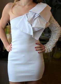 Kup mój przedmiot na #vintedpl http://www.vinted.pl/damska-odziez/krotkie-sukienki/16248792-asymetryczna-biala-sukienka-z-cekinami