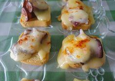 Minitostas de pulpo y queso de tetilla