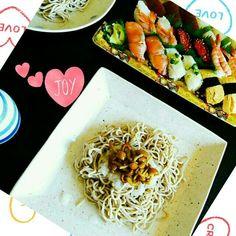 おうちランチは、お寿司とおろしナメコ蕎麦~♪ あっさりガッツリ!(笑)