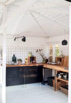 Køkken med sorte skuffer fra Ikea