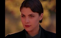 [FOUND] In honor of Twin Peaks' revival my favorite SHH ever Audrey Horne (Sherilyn Fenn) Audrey Horne, Twin Peaks Characters, Under The Sycamore, Sherilyn Fenn, Portrait, Hair Pins, Style Icons, Actors & Actresses, Twins
