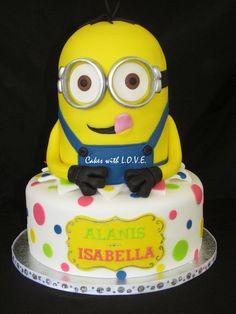 Despicable Me Minion Cake Super cute cake alert! #CakesInspiredByFilm #CakeDecorating