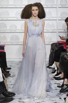 Spectaculaires, étonnantes, brodées de rêve ou de poésie, les robes couture printemps-été 2016 vont faire tourner les têtes. Retour sur les plus belles créations dévoilées à l'occasion de cette dernière Fashion Week haute couture.
