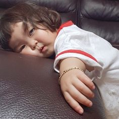 baby crying in sleep but not awake Cute Baby Meme, Cute Baby Boy, Cute Little Baby, Little Babies, Baby Kids, Cute Asian Babies, Korean Babies, Asian Kids, Funny Babies