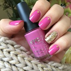 Pink and gold glittery nails  Unhas rosa com dourado