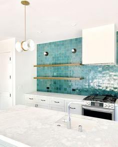Teal Kitchen, Kitchen Colors, Kitchen Design, Diy Kitchen, Back Splash Kitchen, Turquoise Kitchen Cabinets, Kitchen Cupboard, Country Kitchen, Home Design