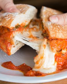 Chicken Parmesan Burger This Mouth-Watering Cheesy Chicken Parm Burger Is Too Good To Be True I Love Food, Good Food, Yummy Food, Yummy Eats, Chicken Parm Burger, Cheese Burger, Grilled Chicken, Chicken Sandwich, Quesadillas