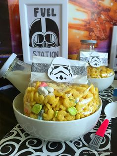 Star Wars™ Breakfast Party Plan and Chewy Cereal Bar Recipe #FoodAwakens (ad) #StarWars