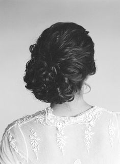 Elegant DIY wedding hair tutorial by Amelia Wedding Hair  Make Up and Rebecca Lindon Photography #DIY #weddinghair