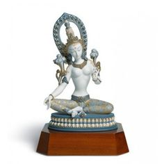 Lladró is a Spanish brand dedicated since 1953 to the creation of art porcelain figurines at the brand's only factory in the world, in Valencia. Fine Porcelain, Porcelain Ceramics, Tara Blanca, Home Decor Shops, Collectible Figurines, Divine Feminine, Buddhism, Sculptures, Statue