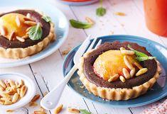 Pfirsich-Tartelettes mit Pinienkernen und Minze