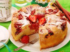 Prajitura cu capsuni si ricotta Romanian Desserts, Russian Recipes, No Bake Desserts, Ricotta, Icing, French Toast, Muffins, Sweet Treats, Cheesecake