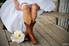 a little bit of the old west at your wedding is fun.