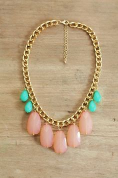 Peach Coral and Mint Statement Necklace on Chunky Gold Chain. peach toned and gold go with the skin Statement Jewelry, Gold Jewelry, Jewelry Accessories, Fashion Accessories, Jewelry Necklaces, Jewelry Design, Fashion Jewelry, Jewelry Crafts, Handmade Jewelry