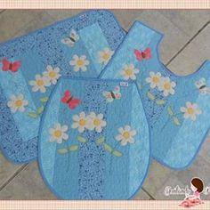 Jogo de banheiro floral azul.  Pronta entrega.  Coleção Degradê.  A venda na loja www.juntandoretalhos.com.br #ateliejuntandoretalhos, #love, #cute, #flor, #azul, #patchwork, #banheiro ,#vaipraloja , #prontaentrega