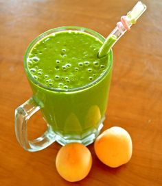 Coconut Apricot Green Smoothie Apple Smoothies, Green Smoothie Recipes, Coconut Water, Coconut Oil, Breakfast Tea, Breakfast Of Champions, Spirulina, Healthy Breakfast Recipes, Juices