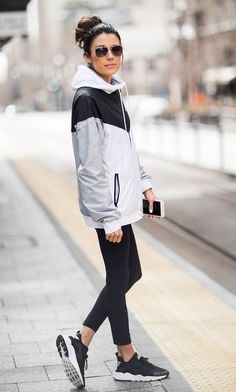 20 more sneaker outfits women winter sporty chic * sneaker outfits damen winter sportlich schick sneaker outfits women winter sporty chic * Dresses women winter outfits; women winter outfits Older Chic Winter Outfits, Spring Outfits Women, Casual Winter, Casual Outfits, Outfit Winter, Sporty Chic Outfits, Sporty Fashion, Fashion Fashion, Classy Fashion