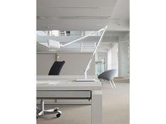 RH Design har udviklet en møbelserie i Furniture; I design og kvalitet er møblerne er fuldstændig kompromisløse. Med alle overflader beklædt med Furniture illustrerer RH Series den målsætning, at 'godt design sagtens kan stå alene'! Furniture linoleum, 4157 Pearl #Forbo #Furniture #Linoleum #Inspiration #modern #Design #WOInterior #RHSeries #Office #Pearl #Environment #White