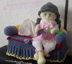 Tüta Box Taschentücher Granny Oma auf dem Sofa