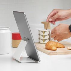 Mika - universal tablet stand