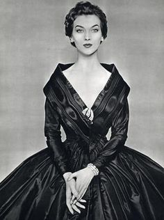 Givenchy - 1954 - Photo by Philippe Pottier - @Mlle