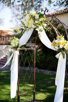 Resultado de imagen para arcos florales en puertas