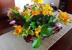 http://ramosdenoviaoriginales.com/como-hacer-un-arreglo-floral-para-la-mesa-del-comedor/
