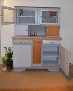 Buffet Mado Aristid 2 My Furniture, Kitchen Furniture, Painted Furniture, Wooden Bar Table, Hidden House, Styling A Buffet, Storage Places, Bars For Home, Architecture Design