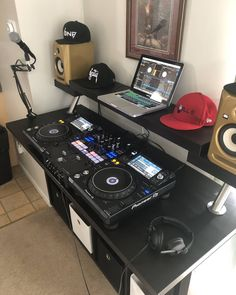 Dj Setup, Room Setup, Cabine Do Dj, Dj Board, Home Recording Studio Setup, Dj Table, Dj Decks, Dj Logo, Music Studio Room