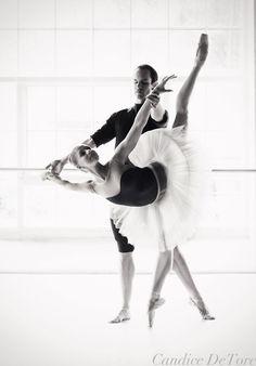 Lauren Fadeley & Francis Veyette  Engagement shoot, July 2011  © candicelauren.com