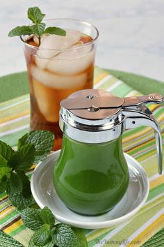 Use this syrup to add refreshing mint flavor to cocktails, hot cocoa, lemonade, sparkling water, hot and cold tea. Mixed Drinks, Fun Drinks, Healthy Drinks, Beverages, Mint Pesto Recipe, Keto Snacks, Snack Recipes, Mint Simple Syrup, Recipe F