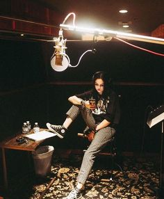 Creating new music 🎶 uploaded by 🖤 𝐸𝓂𝒾𝓁𝓎 🖤 on We Heart It Maggie Lindemann, Music Studio Room, Music Aesthetic, Girl Bands, Dream Life, New Music, Girl Photos, Photography Poses, Singer