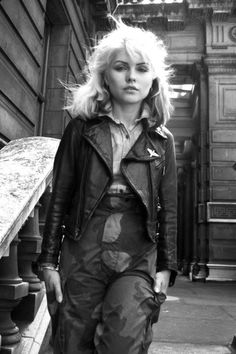 Debbie Harry: This born-and-bred New Yorker's punk-rock style is unmatched and beyond influential today. A few trends Debbie Harry catapulted to icon status: double denim, leather jackets, and bleached hair. Blondie Debbie Harry, Debbie Harry Hair, Debbie Harry Style, Brigitte Bardot, Andy Warhol, Jacques Charrier, Grunge, New York Style, Iconic Women