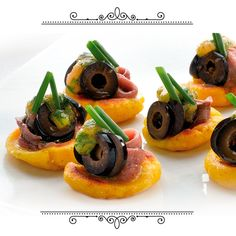 Is anything better than a Friday in summer? Relax w/ friends & a TOP Snack of Spanish olives