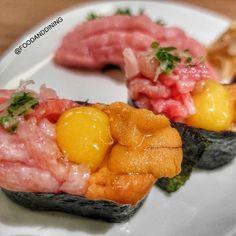 Negi Toro, Uni, Osura Gunkan ซูชิสไตล์ Gunkanmaki มีทั้งพุงทูน่าสับ, ไข่แดงนกกระทาดิบและไข่หอยเม่น 460 Baht/Piece Honmono Sushi, 4th Floor at Siam Paragon Open Daily 11.00-22.00 BTS Siam Station Share Your Food ➡ #foodanddining