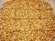Hansel og Gretel....veien bort fra pepperkakehuset: Nannahs Knekkebrød. Krispie Treats, Rice Krispies, Lchf, Food And Drink, Low Carb, Baking, Alter Ego, Bread Making, Patisserie