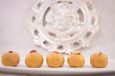 Besan Ke Ladoo is made from besan which is chick pea flour roasted in generous amount of ghee, spiced up with cardamom or nutmeg and shape into small balls. Besan Ke Ladoo Recipe, Clarified Butter Ghee, Gram Flour, Cardamom Powder, Indian Desserts, Recipe Steps, Spice Things Up, Fudge, Sweet Treats