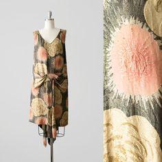 1920's Lamé Dress / 20's Golden Flapper Dress / Size XS - S / 1920s Metallic Black Sleeveless Dress / 20s Dropwaist Print Dress