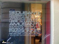 POSE vitrophanie en découpe de lettres adhésives autocollante sur vitrine Chalkboard Quotes, Art Quotes, Broadway Shows, Neon Signs, Pose, Spa, Inspiration, Boutique, Image