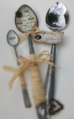 Tracy Easson: Altered spoon from the Homefront . Recycled Crafts, Handmade Crafts, Cutlery Art, Flatware, Fun Crafts, Arts And Crafts, Spoon Jewelry, Jewlery, Spoon Art